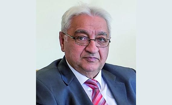Akademik Arif Paşayev Azərbaycan elminin və təhsilinin inkişafına böyük töhfələr verir